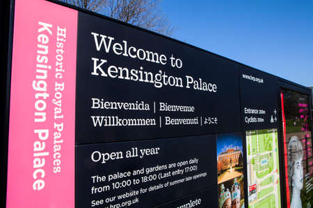 willkommen: LONDON, UK - APRIL 15TH 2015: A Welcome Sign for the historical Kensington Palace in London on 15th April 2015. Editorial