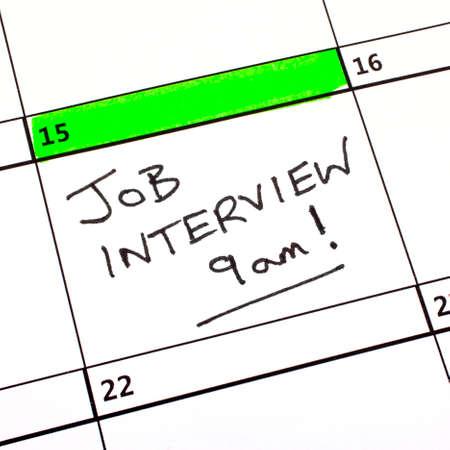 A Fecha entrevista de trabajo escrito en un calendario.