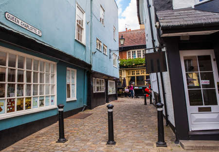 shortest: WINDSOR, UK - JUNE 15TH 2015: A view of the famous Queen Charlotte Street in Windsor, on 15th June 2015.  Queen Charlotte Street is notable for being the shortest street in Great Britain.