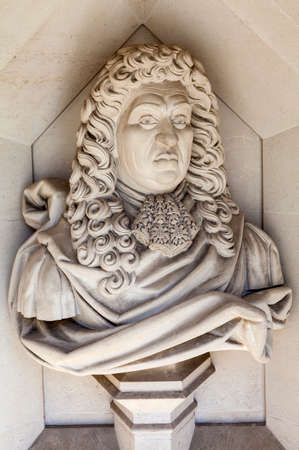 guildhall: A sculpture of English naval administrator and Member of Parliament Samuel Pepys situated outside Guildhall Art Gallery in London.