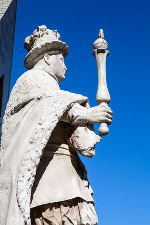 king edward: A statue of King Edward VI at St. Thomas' Hospital in London Stock Photo