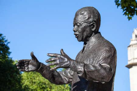 LIDER: Staue de la hist�rica l�der sudafricano Nelson Mandela en la Plaza del Parlamento, Londres.