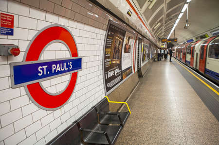st pauls: LONDON, UK - JUNE 29TH 2015: A view on the platform of St. Pauls Underground station in London on 29th June 2015.