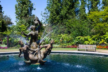 La fontaine du Triton historique dans Regents Park, Londres.