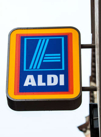 plc: BUDAPEST, HUNGARY - AUGUST 18TH 2015: The sign for an Aldi Supermarket in the city of Budapest, on 18th August 2015.