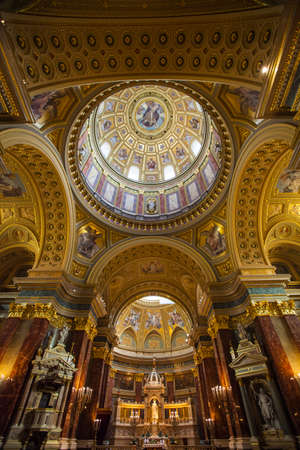 saint stephen cathedral: Inside the beautiful St. Stephens Basilica in Budapest, Hungary.