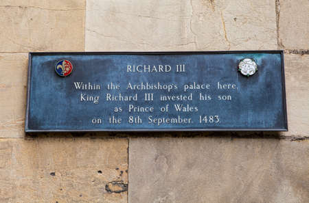 parliamentarian: A plaque marking the location where King Richard III invested his son as the Prince of Wales in 1483. Stock Photo