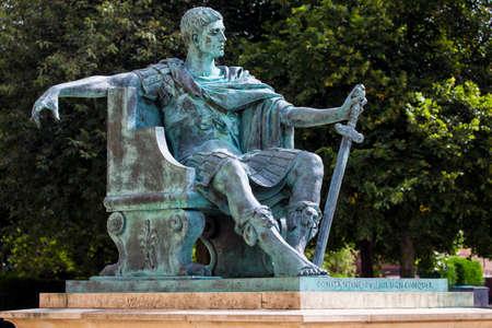 Una estatua del emperador romano Constantino el Grande en York, Inglaterra.