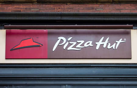 british cuisine: YORK, UK - AUGUST 27TH 2015: The logo of a Pizza Hut outlet in York, on 27th August 2015.
