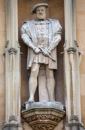 the royal county: A statue of King Henry VII on the exterior of Kings College in Cambridge, UK.