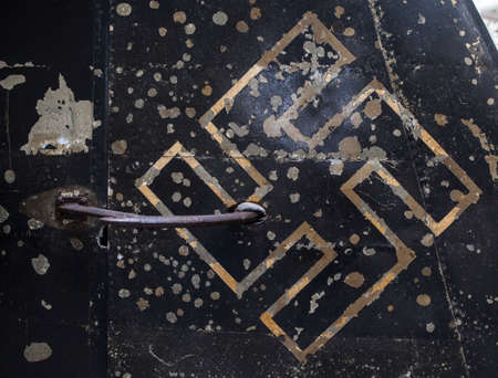 seconda guerra mondiale: Nazi insignia on a damaged German Aircraft shot down during the Second World War.