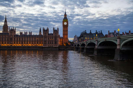 westminster bridge: A view across the River Thames of the Houses of Parliament and Westminster Bridge in London.
