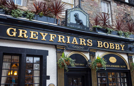 bobby: EDINBURGH, SCOTLAND - JANUARY 3RD 2016: A view of the exterior of Greyfriars Bobby Public House in Edinbugh, on 3rd January 2016.