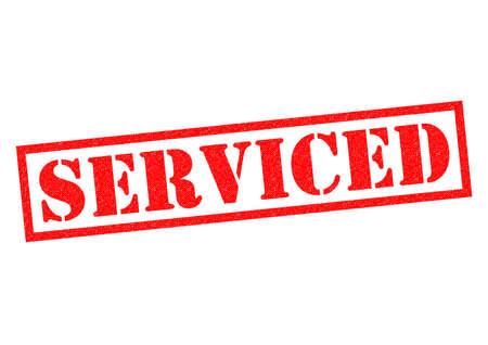 白い背景の上サービスの赤いゴムのスタンプ。