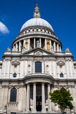 st pauls: Looking up at the magnificent St. Pauls Cathedral in London.