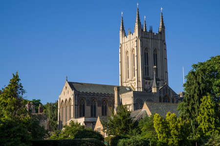 bury: A view of the historic St. Edmundsbury Cathedral in Bury St. Edmunds, Suffolk.