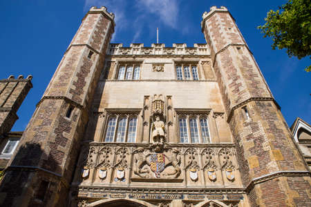 gatehouse: A view of the magnificent gatehouse of Trinity College in Cambridge, UK.  The gate features a statue of King Henry VII who founded Trinity College in 1546.