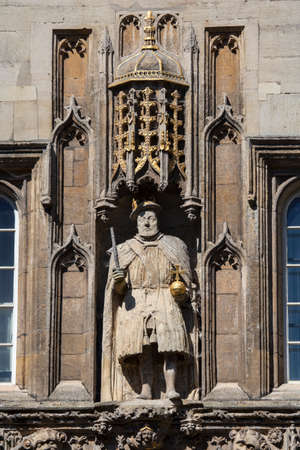 henry: A view of the King Henry VIII statue on the magnificent gatehouse of Trinity College in Cambridge, UK.  King Henry VII founded Trinity College in 1546.