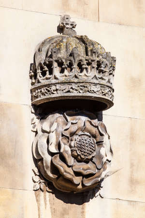 tudor: A carving of a Royal Crown and Tudor Rose on the exterior of the gatehouse at King's College in Cambridge, UK.