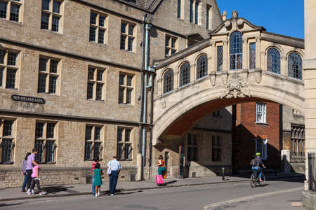 oxford: OXFORD, UK - AUGUST 12TH 2016: A view of the Bridge of Sighs (also known as Hertford Bridge) in the city of Oxford, on 12th August 2016.
