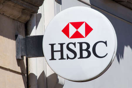 oxford: OXFORD, UK - AUGUST 12TH 2016: A HSBC sign outside on of their branches in Oxford, on 12th August 2016. Editorial