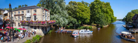 punting: OXFORD, UK - AUGUST 12TH 2016: A beautiful panoramic view of the River Cherwell and the Head of the River Public House in the historic city of Oxford, on 12th August 2016.