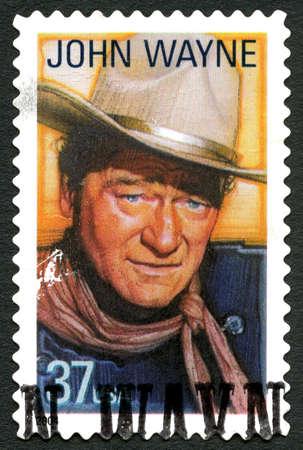 timbre postal: ESTADOS UNIDOS DE AMÉRICA - CIRCA 2004: Un sello utilizado postales de los EE.UU. que representa una imagen del legendario actor John Wayne, alrededor del año 2004.
