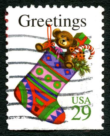 timbre postal: ESTADOS UNIDOS DE AMÉRICA - CIRCA 1993: Un sello utilizado postales de los EE.UU., deseando saludos de Navidad y una ilustración de una media de la Navidad, alrededor del año 1993. Editorial