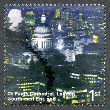 st pauls: GREAT BRITAIN - CIRCA 2000s: A used postage stamp from the UK, depicting an image of historical London landmark St. Pauls Cathedral, circa 2000s. Editorial