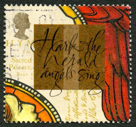 poststempel: GROSSBRITANNIEN - CIRCA 1991: A verwendet Briefmarke aus dem Vereinigten Königreich, die Worte zu einem Weihnachtslied porträtiert - Hark The Herald Angels Sing, circa 1999. Editorial