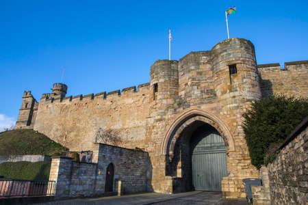 Una vista del histórico Lincoln Castle en Lincoln, Reino Unido. El castillo fue construido por Guillermo el Conquistador en el siglo XI. Foto de archivo - 75983640