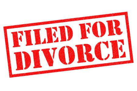 白い背景の上に提出のため離婚赤ゴム印。