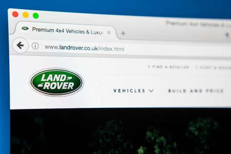 LONDÝN, Velká Británie - 27. duben 2017: Hlavní stránka oficiální webové stránky Land Roveru, automobilové značky, která se specializuje na vozidla s pohonem všech čtyř kol, se konala 27. dubna 2017.