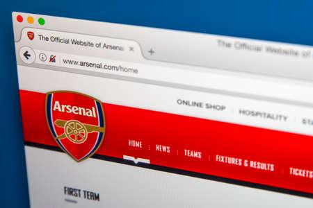 LONDEN, UK - 8 JUNI 2017: De startpagina van de officiële website voor Arsenal Football Club, op 8 juni 2017. Redactioneel