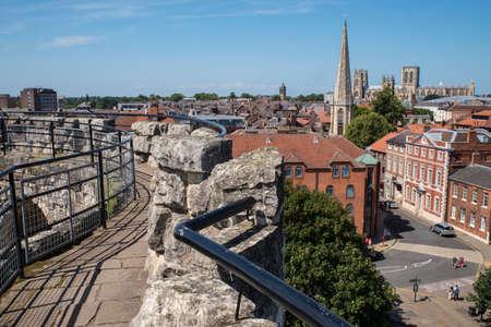 """영국에서 역사적인 도시 요크의 클리프리스 타워에서 볼 수 있습니다. 보기에는 요크 교회당, St. Maryà ¢ â, ¬ â """"¢의 교회, 페어 팩스 하우스 및 성"""