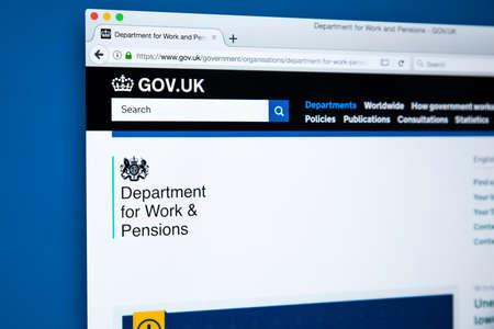 런던, 영국 -10 월 30 일 2017 : 2017 년 10 월 30 일에 영국 정부 웹 사이트에있는 연금 부 (Department for Work and Pensions)의 홈페이지.