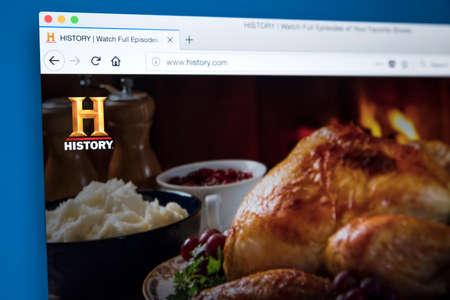Londres, Royaume-Uni - 22 novembre 2017: la page d'accueil du site officiel de la chaîne HISTORY - le réseau américain de télévision numérique par câble et par satellite, le 22 novembre 2017. Banque d'images - 93496935
