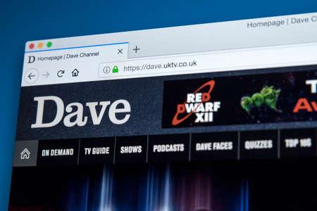 Londres, Royaume-Uni - 22 novembre 2017: la page d'accueil du site officiel de la chaîne de télévision Dave TV - la chaîne de télévision britannique appartenant à UKTV, le 22 novembre 2017. Banque d'images - 93496937