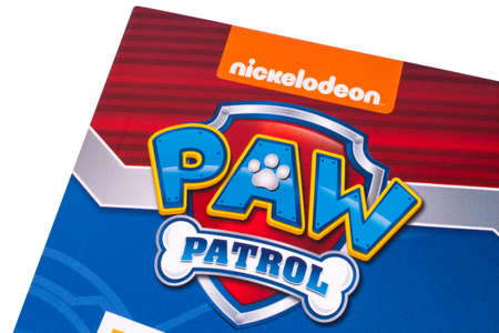 LONDON, UK - DECEMBER 18TH 2017: A close-up of the Paw Patrol logo on the front cover of a childrens book, on 18th December 2017.  Paw Patrol is an animated televsion series. Banque d'images - 96810562