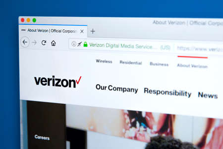 LONDON, UK - JANUARY 25TH 2018: The homepage of the official website for Verizon Communications - the American multinational telecommunications conglomerate, on 25th January 2018. 新聞圖片
