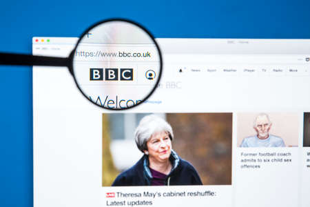 LONDON, UK - JANUARY 8TH 2018: The BBC Logo on the official BBC website magnified under a spy glass, on 8th January 2018. 報道画像