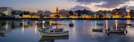 LANZAROTE, SPAIN - JANUARY 19TH 2018: A panoramic view of the beautiful Charco de San Gines at dusk in Arrecife, Lanzarote, on 19th January 2018. 報道画像