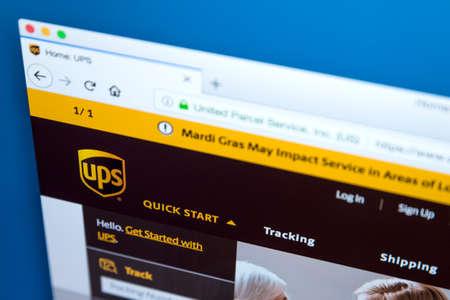Londres, Royaume-Uni - 10 février 2018: la page d'accueil du site officiel de United Parcel Service, également connu sous le nom d'UPS - la société américaine de livraison de colis, le 10 février 2018. Banque d'images - 96883300