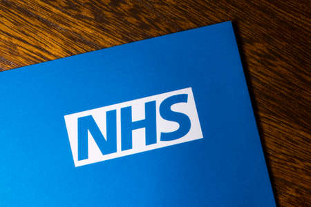 London, UK - November 14th 2018: A close-up of the NHS - National Health Service logo, pictured on an information leaflet. 版權商用圖片 - 116968205
