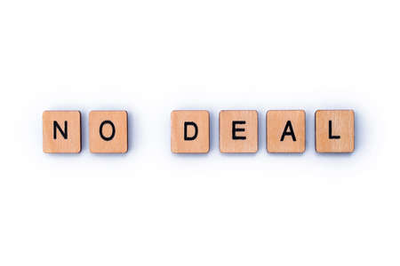 NO DEAL, spelt out with wooden letter tiles. Stok Fotoğraf