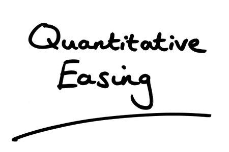 Quantitative Easing handwritten on a white background. 版權商用圖片