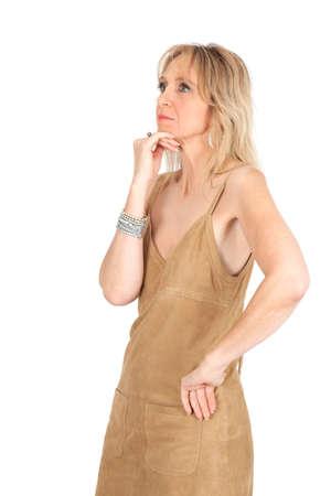reflexion: Hermosa mujer haciendo diferentes expresiones en diferentes conjuntos de ropa: la reflexi�n