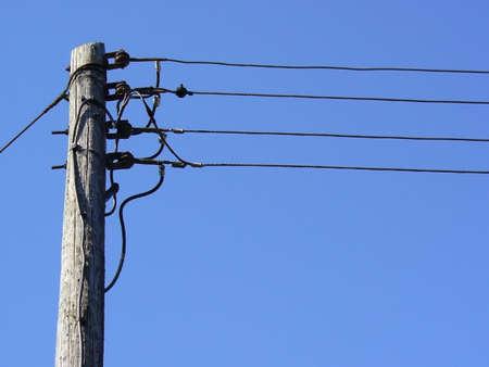 telegraaf: weergave van een telegraaf paal tegen de blauwe hemel