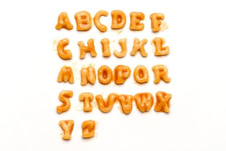 Alfabet gespeld in pasta geïsoleerd in het wit