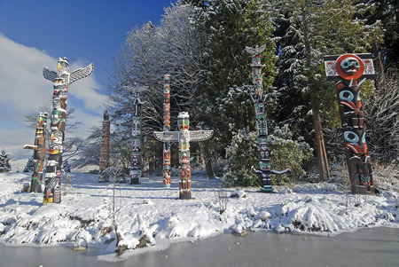 canadian pacific: This image shows the Totem Poles – Stanley Park Stock Photo